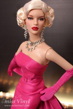 Peggy Harcourt/Tonner (styled as Marilyn Monroe in Gentlemen Prefer Blondes)