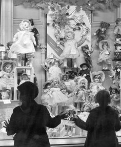 photos christmas Dolls in a Christmas Window - - Vintage Photo Print