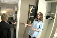 Julia Roberts And Ellen Degeneres Scare Julia Louis-Dreyfus  | Pinned by http://www.thismademelaugh.com