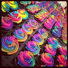 Rainbow Cupcakes Another Rainbow Cupcake Idea Neon inside Colorful Cupcakes Birthday - Party Supplies Ideas Glow In Dark Party, Glow Party, Jojo Siwa Birthday, Rainbow Birthday, Cupcake Rainbow, Rainbow Cupcakes Recipe, Neon Cakes, 13th Birthday Parties, Birthday Ideas