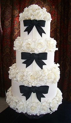elegant black and white wedding cake with white roses and black bows #elegantcake #fancycake #blackandwhite #weddingcake #blackandwhiteweddingcake #blackandwhitecake