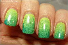 Ombré Nails, green Gradient by Sweet Sugar Nails http://www.sugar-nails.com/2012/05/bright-turquoise-green-gradient.html