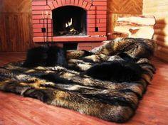 Big Fur Rug in Front of the Fireplace (Großer Fellteppich vor dem Kamin) – fur Rugs