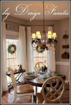 Christmas Decorated Dining/Breakfast Room #kitchen #decor #diy