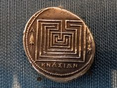 Silbermünze aus Knossos mit Labyrinth im Kunsthistorischen Museum Wien Mad Movies, Silver Investing, Labyrinth, Game Props, Coin Collecting, Glyphs, Silver Coins, Sacred Geometry, Rock Art