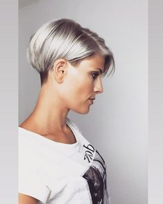 35 Chick Hairstyles For Fine Hair To Make Volume Stay Longer - Decor Cool Short Hairstyles, Short Bob Haircuts, Undercut Hairstyles, Pixie Haircut, Hairstyles Haircuts, Undercut Bob, Super Short Hair, Short Grey Hair, Short Hair Cuts