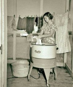 September 1938 - Farm Wife Washing Clothes - Lake Dick Project - Arkansas - Negative by Russell Lee - Farm Security Administration Arkansas, Shorpy Historical Photos, The Last Summer, Diane Arbus, Vintage Laundry, Great Depression, History Of Photography, Documentary Photography, The Good Old Days