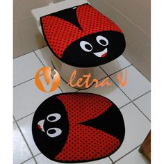 Imagem de http://www.letrav.com.br/2657-9553-thickbox/conjunto-de-banheiro-joaninha-letra-v.jpg.