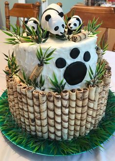 16 Ideas For Birthday Cake Ideas Fondant Baby Shower Panda Birthday Cake, Cool Birthday Cakes, Birthday Parties, Disney Birthday, Beautiful Cakes, Amazing Cakes, Bolo Panda, Panda Baby Showers, Panda Cakes