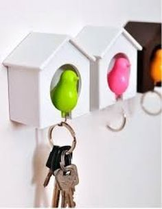Birds key ring holder house. Applicable Space:Living Room Installation Type:Wall Mounted Type  Color:Multi   Material:Plastic   just random color for u  Free Shipping /15-40 days
