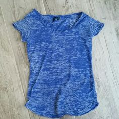 Cynthia Rowley short sleeve Beautiful and comfortable t-shirt in excellent condition.  Would fit a medium. Cynthia Rowley Tops Tees - Short Sleeve