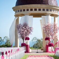 10 mind-blowing ceremony decor ideas. Pick your favorite and get some inspiration for your own wedding!