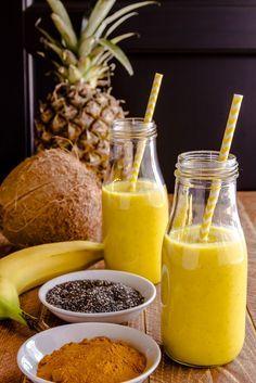 Das Kurkuma-Aroma vereint sich bei diesem Smoothie mit fruchtiger Ananas und frischer Kokosnuss zum Getränk der Superlative. Alternativ ohne Banane!