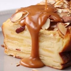 This apple cake is quick and delicious - Food//Drink - Desserts Köstliche Desserts, Delicious Desserts, Dessert Recipes, Yummy Food, Cupcake Recipes, Cookie Recipes, Food Cakes, Cupcake Cakes, Cupcakes