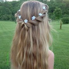 Flower Braids (Hair and Beauty Tutorials) Imagine this half up twisted hairdo with the ends curled. Perfect for a fairytale look at graduation!Imagine this half up twisted hairdo with the ends curled. Perfect for a fairytale look at graduation! Flower Girl Hairstyles, Little Girl Hairstyles, Braided Hairstyles, Wedding Hairstyles, Spring Hairstyles, Open Hair Hairstyles, Hairstyle Ideas, Children Hairstyles, Evening Hairstyles