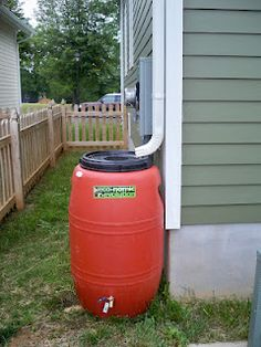 How to make your own rain barrel @ thehousemadehome.blogspot.com