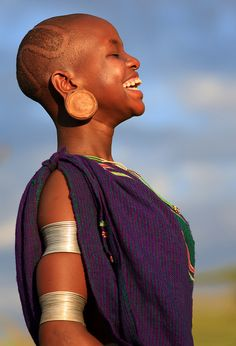 beautiful-side-of-africa: Ethiopian Tribes, Suri. Beautiful Smile, Black Is Beautiful, Beautiful People, Beautiful Women, Ethiopian Tribes, Portraits, African Culture, African Beauty, Interesting Faces