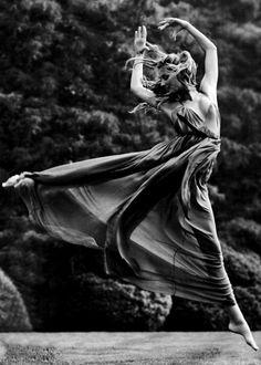 ♫♪ Dance ♪♫ black & white lady dance movement