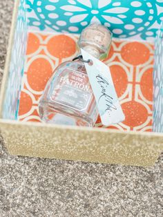 Tequila favor box: http://www.stylemepretty.com/2016/04/29/cinco-de-mayo-wedding-party-theme/ | Photography: Allison Kuhn - http://allisonkuhnphotography.com/