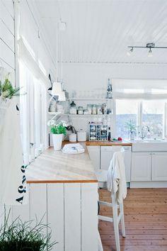 blat z drzewa klejonego ??????  pod katem - piekny ceramiczny zlew  Styl skandynawski w kuchni – loving it! :) | Lovingit