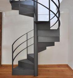 Spindeltreppe mir Faltwerk und dreigurtiges Geländer, Wunsch Treppen