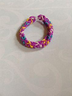 Inverted fishtail bracelet By Crafty loomy (rainbowloom.com)