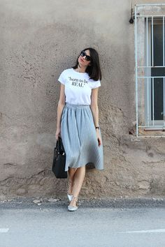 Modest outfits, classy outfits, skirt outfits, casual outfits, cute out Modest Fashion, Skirt Fashion, Fashion Dresses, Midi Skirt Outfit, Skirt Outfits, Pleated Skirt Outfit Casual, Classy Outfits, Casual Outfits, Simple Outfits