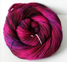 """""""Mustertauglich Beere"""" handgefärbte Sockenwolle von Frau Odersocke´s Wollstübchen auf DaWanda.com"""