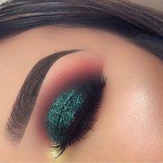 Makeup: how to make up her brown eyes? - make up - Makeup Glam Makeup, Cute Makeup, Gorgeous Makeup, Skin Makeup, Makeup Inspo, Beauty Makeup, Makeup Ideas, Teal Eye Makeup, Makeup Tutorials