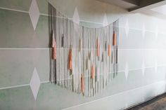 DIY Yarn Wall Hanging: Woven wall hangings can make for a gorgeous photo background. Yarn Wall Art, Yarn Wall Hanging, Fabric Wall Art, Wall Hangings, Home Decor Items, Diy Home Decor, Room Decor, Cool Walls, Cool Things To Make