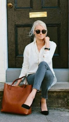 Latest fashion trends: Street style | White blouse, denim, oversize brown bag and black pumps