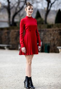 Here are 49 street style looks you& want to copy stat from outside the shows at Paris Haute Couture Fashion Week Spring Couture Week, Haute Couture Fashion, Pretty Little Dress, Little Dresses, Street Style 2017, Street Style Looks, Louise Bourgoin, Cool Outfits, Fashion Outfits