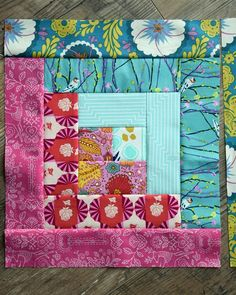 Log cabin patterns are one of the most popular techniques among quilters. Whether youre new to this particular quilting style or log cabin quilting is your specialty, the Summer Log Cabin Quilt Block Pattern is a great tutorial to try out. Log Cabin Quilt Pattern, Log Cabin Quilts, Pattern Blocks, Log Cabins, Quilting Tutorials, Quilting Projects, Quilting Designs, Quilting Ideas, Sewing Projects