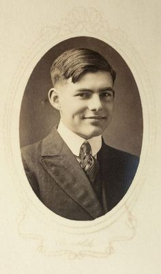 Ernest Hemingway at 17. It's easy to see how Hadley fell in love with this young man.