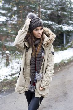 Winter Style // Winter outfit with cozy beannie and faur fur jacket.
