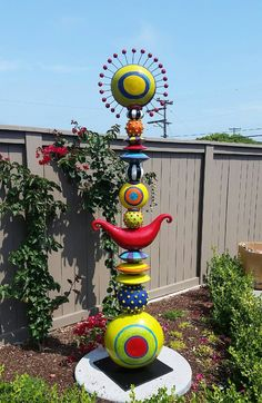 New garden art sculptures totem poles 15 ideas - pottery - . New garden art sc Mosaic Garden, Glass Garden, Cement Garden, Totem Pole Art, Totem Poles, Garden Poles, Outdoor Art, Yard Art, Clay Art