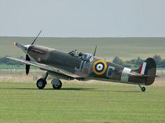 Spitfire sur le taxiway