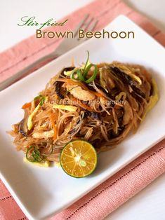 Stir-fried brown beehoon (rice vermicelli)