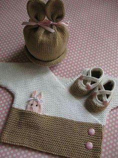 """Conjunto infantil, em crochê, """"coelhinho"""", composto por blusa, gorro e sapatinhos (para meninas)"""