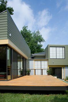 modern house with shoji screen panels for windows & doors Diy Design, Design Ideas, Outside House Paint, Outdoor Wall Panels, Hempstead House, Shoji Screen, Exterior House Colors, Exterior Siding, Exterior Paint