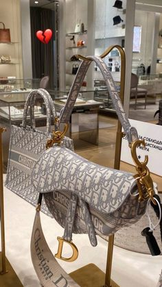 Cute Purses, Purses And Bags, Christian Dior Bags, Luxury Lifestyle Fashion, Popular Handbags, Cute Bags, Vintage Bags, Luxury Bags, Clothing Items