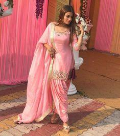 #patiala #fashion #indianwear Patiala Dress, Punjabi Dress, Indian Salwar Kameez, Pakistani Dresses, Churidar, Patiala Salwar Suits, Punjabi Girls, Ladies Salwar Kameez, Anarkali Dress