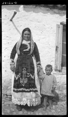 Local woman from the village of Parapoungia posing in front of Dorothy Burr's lens. Greek Traditional Dress, Traditional Outfits, Old Pictures, Old Photos, Greece Photography, Greek History, Greek Culture, Local Women, Photographs Of People