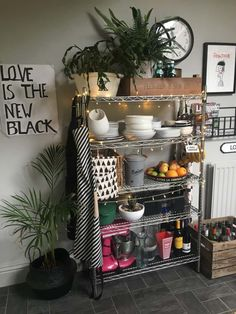 Kitchen selfie stlying open shelving is essential in any kitchen to inject character. You don't want it to feel too sterile so accessorise it like you would any other room. Boho Kitchen, Farmhouse Style Kitchen, Kitchen Dining, Kitchen Decor, Bakery Kitchen, Mini Kitchen, Kitchen Ideas, Dining Room, Kitchen Bookshelf
