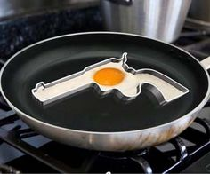 Cook up a loaded breakfast with this egg frying mold that is shaped like a handgun.