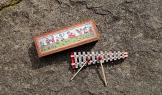 tutorial: miniature xylophone in vintage box (with printables)