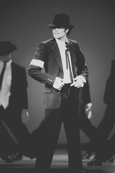 Omg this performance is so sexy (i usually dont say that, it feels awkward to me haha) Michael Jackson Dangerous, Innocent Child, King Of Music, Love Me Forever, American Singers, Perfect Man, In This World, Thriller, My Idol
