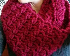 Crochet cowl inspired by Claire from Outlander