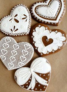 #Christmas #cookies gingerbread hearts ToniK ℬe Meℜℜy DIY #crafts beautiful!