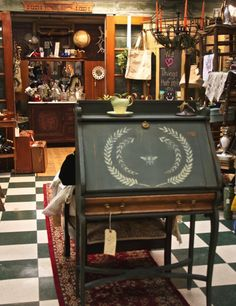 Who, What, Where Wednesday � Vintage Market and Paint Studio